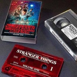 DIXON Kyle & STEIN Michael : K7 Stranger Things Vol2 Ultra Clear Black Salt And Pepper